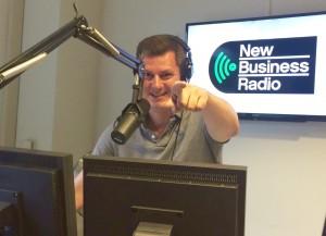 Foto van Glenn van der Burg in de studio van New Business Radio